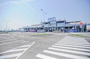 Аеропорт Жуляни переводить всі внутрішні рейси в один термінал