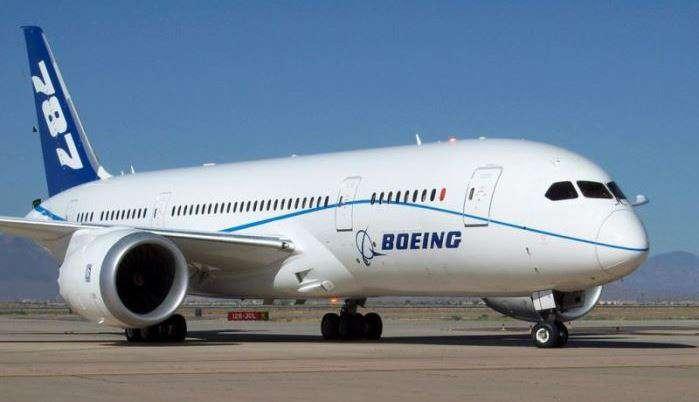 Літак American Airlines вимушено сів у Японії