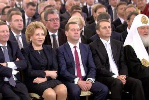 Медвєдєв заснув під час виступу Путіна