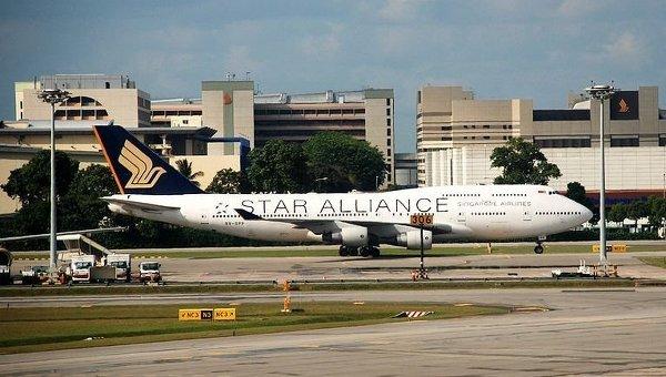 Літак Singapore Airlines потрапив в зону турбулентності, постраждали 14 осіб