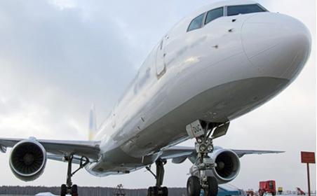 Через тріщини в лобовому склі в аеропорт Казані повернувся літак