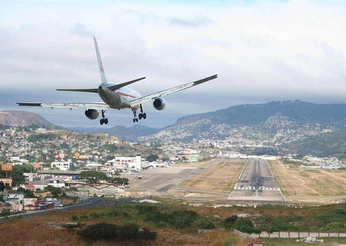 10 самых опасных в мире аэропортов, в которых пассажиры рискуют своей жизнью