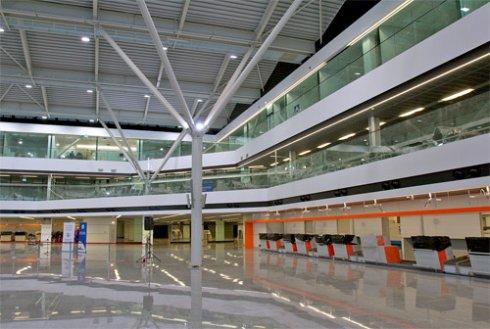 В обновленном терминале варшавского аэропорта появится солнечная электростанция и обзорная площадка