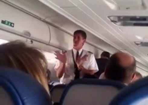 Второй пилот посадил пассажирский самолет без помощи капитана из-за заклинившей двери