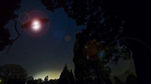 Ученые обнаружили НЛО возле Солнца размером с Луну (ФОТО)