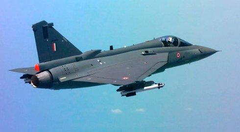 Индия испытала прототип новейшего истребителя с палубы авианосца