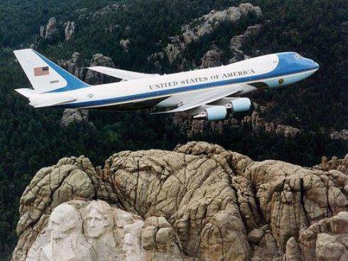 Американских президентов будут возить на Boeing 747-8