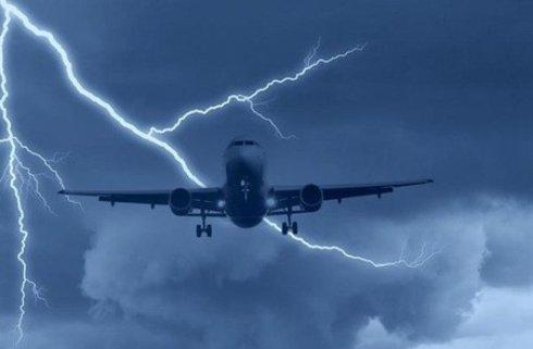 Молния ударила в самолет, выполнявший рейс Ханья - Афины
