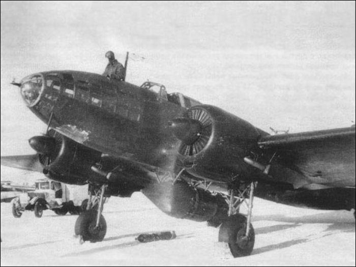 Из болота подняли остатки советского бомбардировщика Ил-4
