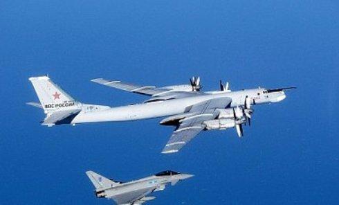 Перехваченный возле Британии самолет РФ нес ядерное оружие - СМИ