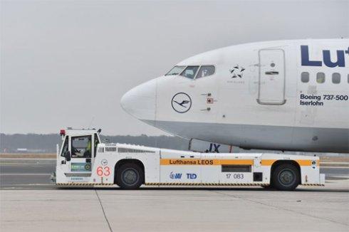 В аэропорту Франкфурта появились тягачи самолетов с дистанционным управлением