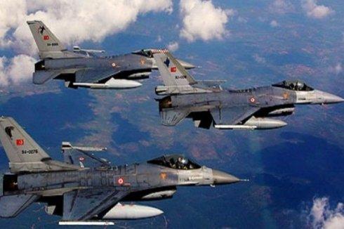 В Турции разбилось два истребителя