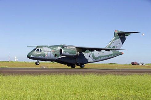 Перспективный бразильский транспортник совершил первый полет