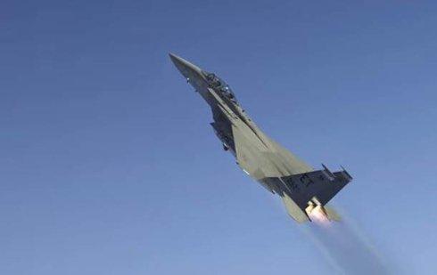 Пентагон запустил с самолета космическую ракету (ВИДЕО)