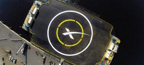 Затвра SpaceX еще раз попытается посадить ракету на плавучий космодром