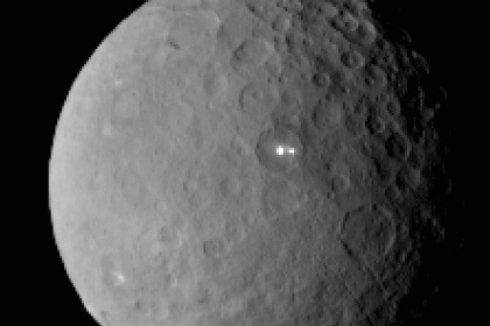 Космический аппарат впервые вышел на орбиту карликовой планеты