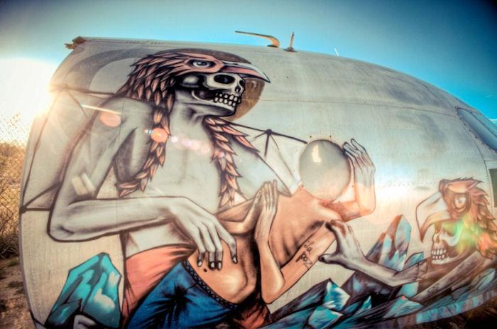 Художники расписали заброшенные самолеты (Фото)