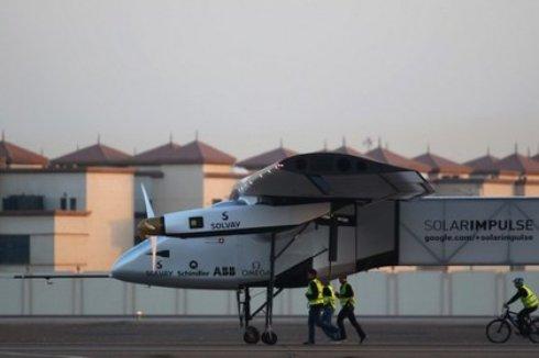 Самолет на солнечных батареях облетит весь мир