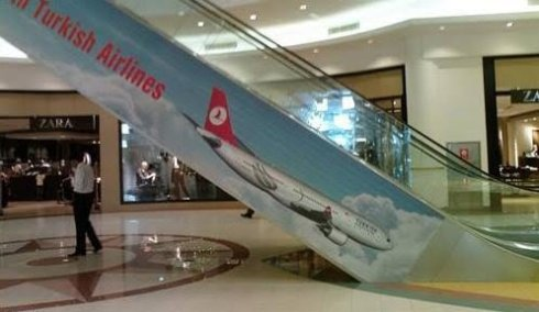 Самолеты Turkish Airlines падают с эскалаторов