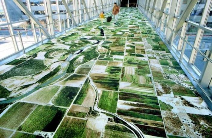 В аэропорту Ирана появился ковер-самолет