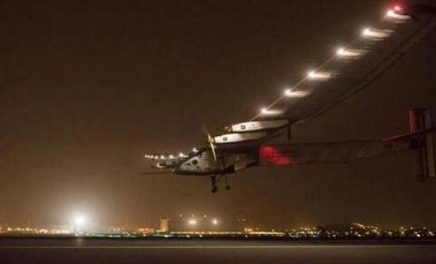 Самолет на солнечных батареях совершил вторую посадку в кругосветном полете