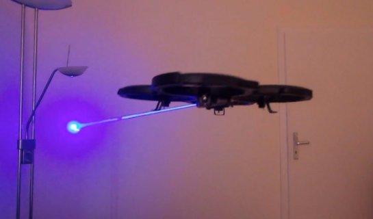 Обычный квадрокоптер научили стрелять лазером