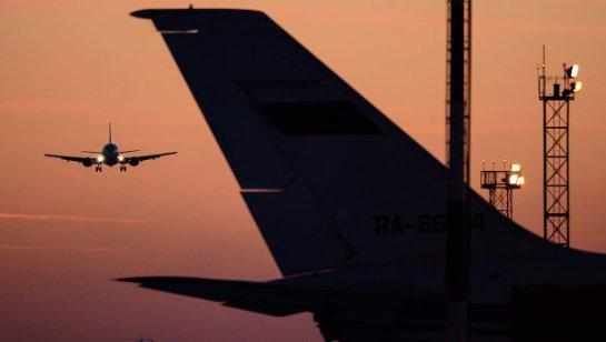 Самолет вернулся в аэропорт из-за стука в салоне