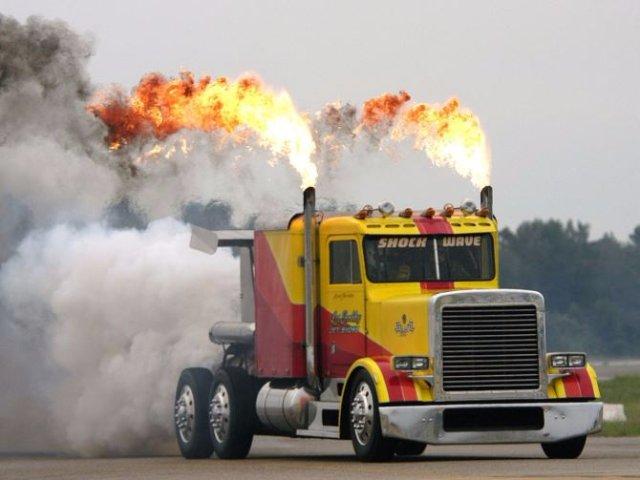 Это самолёт? Нет, это грузовик с тремя реактивными двигателями