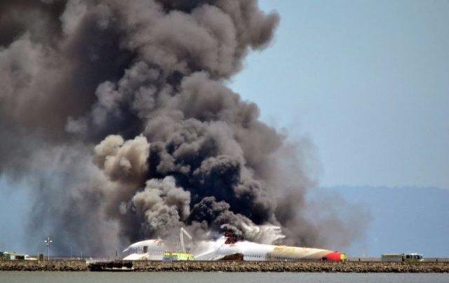Крушение самолета в Индонезии: погибли не менее 30 человек