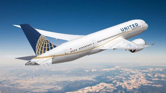 США: пассажира высадили из самолета за отказ отключить телефон
