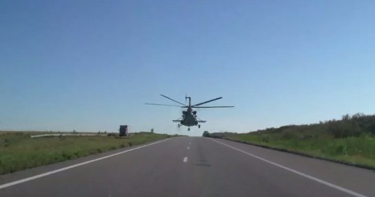 Водитель снял поразительный полет вертолета ВСУ