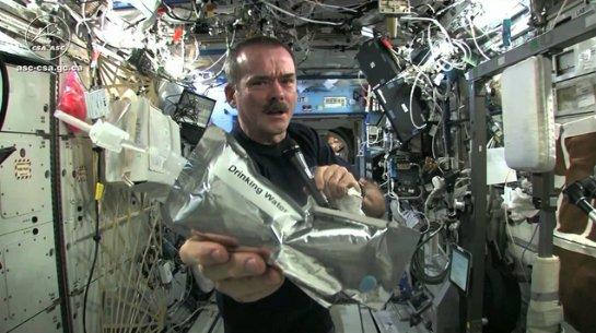 Российские космонавты не пьют воду, полученную из мочи экипажа