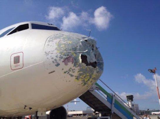 В Италии самолет совершил экстренную посадку из-за сильного шторма (ВИДЕО)