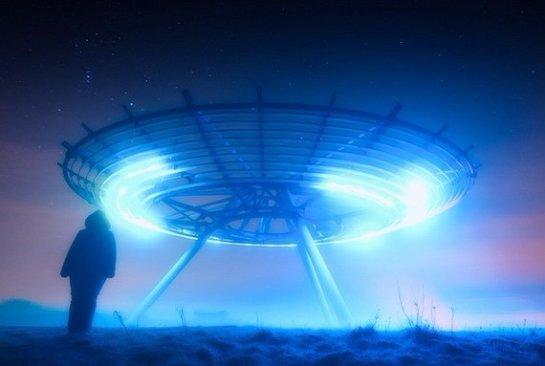 Камера МКС зафиксировала лучи света из НЛО (Видео)