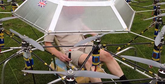 Британский изобретатель создал летательный аппарат с 54 двигателями (видео)