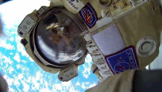 Российские космонавты сняли на видео свою космическую прогулку (ВИДЕО)