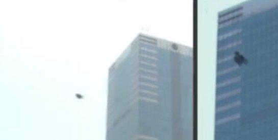 По улицам «столицы» ЕС промчался НЛО (Видео)