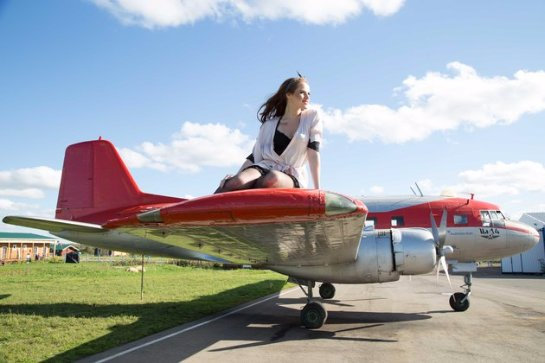 Поклонник «SOPRANO Турецкого» подарил девушкам самолет!