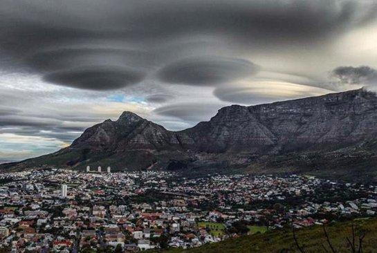 Облачные НЛО заполонили небо Южной Африки