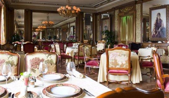Ресторан итальянской кухни «Пьяцца Росса» при фешенебельном отеле «Националь».