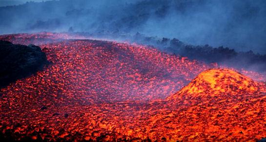 В Италии засняли НЛО, влетающее в жерло вулкана (видео)
