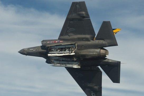 В США создали для истребителей чудовищную «ракету Франкенштейна»