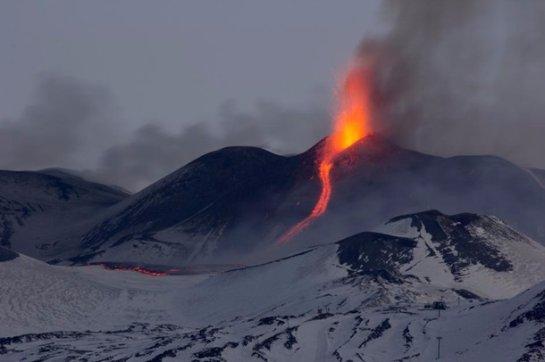 В Катании закрыли аэропорт из-за извержения вулкана Этны