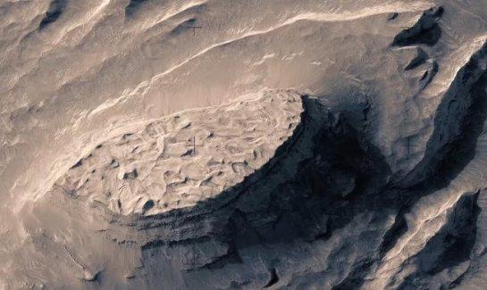 Невероятно красивый полёт над поверхностью Марса (ВИДЕО)