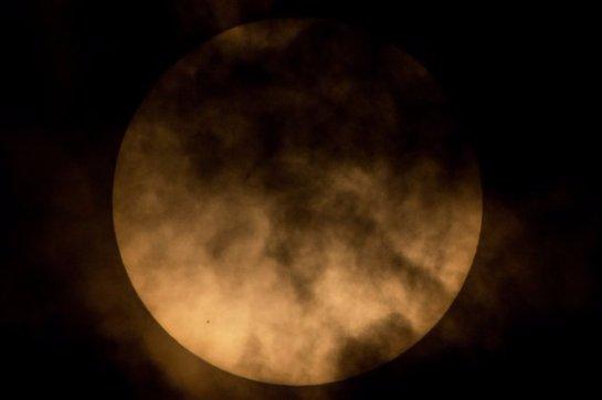 Кубический НЛО «заправился» от Солнца