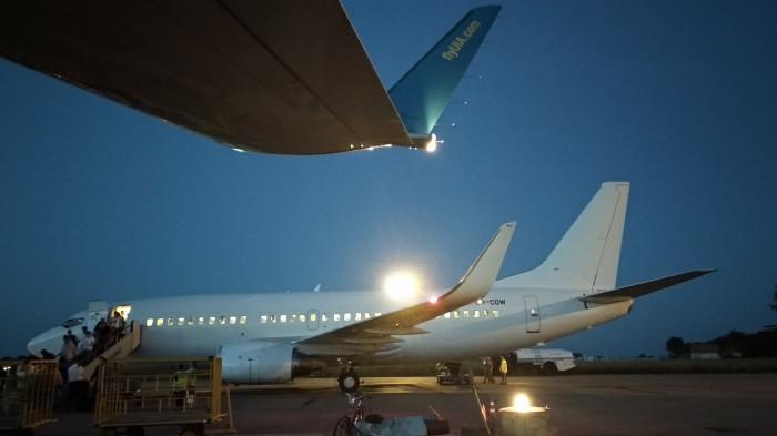 В аэропорту Черновцы впервые приняли Boeing 737-300