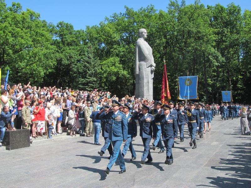 ХУВС выпустил 350 молодых офицеров