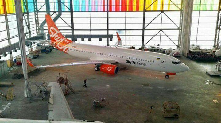 Один из самолетов SkyUp уже в новой ливрее