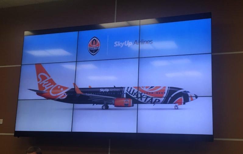 SkyUp станет официальным перевозчиком футбольной команды