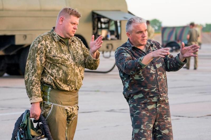Еще один летчик, представляющий Украину на авиашоу, будет «ставить на крыло» молодых